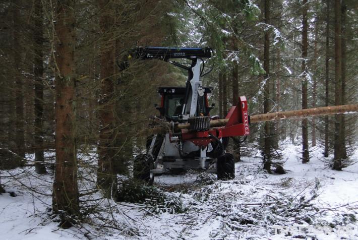 Машини за дърводобив HYPRO 755 НB с колесар и кран 7,5 м 8